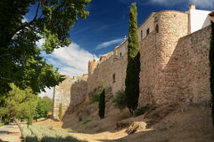 Arabisk vägg nära porten av El Cambron i Toledo i Spanien royaltyfria bilder