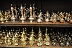 arabiska dubai försäljningsteapots Arkivbilder