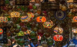 Arabiska lampor på Mutrah Souq, i Muscat, Oman Royaltyfri Foto