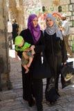 arabiska stadsisrael jerusalem gammala två kvinnor Arkivfoto