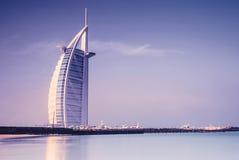 Arabiskt hotell för Burj Al på den Jumeirah stranden i Dubai royaltyfria bilder