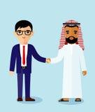 arabiskt och europeiskt affärsfolk med handskakningen Royaltyfria Foton