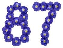 Arabiskt tal 87, åttiosju, från blåa blommor av lin, isolator Arkivbild
