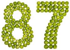 Arabiskt tal 87, åttiosju, från gröna ärtor som isoleras på wh Royaltyfria Bilder