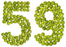 Arabiskt tal 59, femtionio, från gröna ärtor som isoleras på whit Royaltyfri Foto