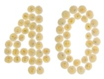 Arabiskt tal 40, fyrtio, från kräm- blommor av krysantemumet, I Arkivfoto
