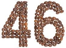 Arabiskt tal 46, fyrtiosex, från kaffebönor som isoleras på whi Royaltyfri Fotografi
