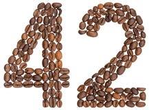 Arabiskt tal 42, fyrtiotvå, från kaffebönor som isoleras på whi Royaltyfri Bild