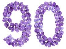 Arabiskt tal 90, nittio, från blommor av altfiolen som isoleras på wh Royaltyfri Fotografi