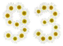 Arabiskt tal 93, nittiotre, från vita blommor av kamomillen Royaltyfria Foton