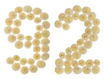 Arabiskt tal 92, nittiotvå, från kräm- blommor av chrysanthem Royaltyfri Foto