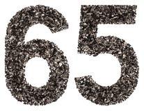 Arabiskt tal 65, sextiofem, från svart ett naturligt kol, är Royaltyfria Foton