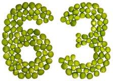 Arabiskt tal 63, sextiotre, från gröna ärtor som isoleras på whi Royaltyfri Fotografi