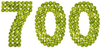 Arabiskt tal 700, sjuhundra, från gröna ärtor som isoleras på Arkivfoton