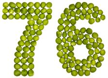 Arabiskt tal 76, sjuttiosex, från gröna ärtor som isoleras på whi Arkivbild