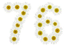 Arabiskt tal 76, sjuttiosex, från vita blommor av kamomillen, Royaltyfri Fotografi