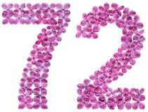 Arabiskt tal 72, sjuttiotvå, från blommor av lilan som isoleras Arkivbilder