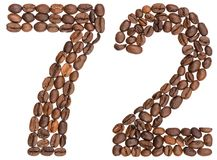 Arabiskt tal 72, sjuttiotvå, från kaffebönor som isoleras på w Royaltyfri Fotografi