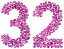 Arabiskt tal 32, trettiotvå, från blommor av lilan, isolerade nolla Royaltyfri Bild