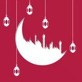 Arabiskt utklipp för måneformpapper med illustrationen av hängande lampor eller lyktor på röd bakgrund för islamisk helig månad Royaltyfri Fotografi
