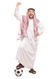 Arabo che oltrepassa un calcio e che gesturing felicità Fotografia Stock Libera da Diritti