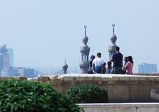 Arabscy ludzie patrzeje islamskiego Cairo w Egypt Zdjęcia Stock