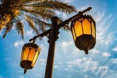 Arabscy uliczni lampiony w mieście Dubaj Obrazy Royalty Free