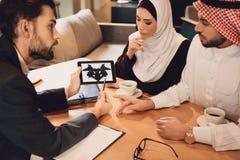 Arabska para przy przyjęciem rodzinny terapeuta Obraz Royalty Free