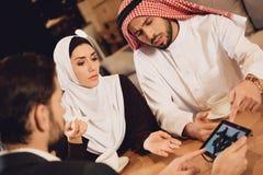 Arabska para przy przyjęciem rodzinny terapeuta Obraz Stock