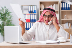Arabski biznesmen pracuje w biurze Obrazy Royalty Free