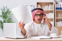 Arabski biznesmen pracuje w biurze Obrazy Stock