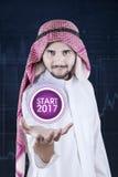 Arabski biznesmena chwyta początku guzik Zdjęcia Stock