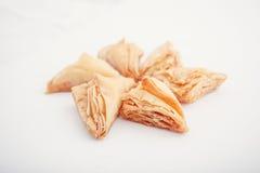 Arabski Eid datuje cukierki odizolowywających Orientalni cukierki z miodem i dokrętkami Zdjęcie Stock