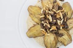 Arabski jedzenie, zawartość: oberżyna, ryż, mięso, ja ` s imię w języku arabskim Makloba Zdjęcia Stock