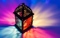 Arabski lampion na kolorowym lekkim tle Zdjęcie Stock