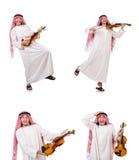 Arabski mężczyzna bawić się violing na bielu Obrazy Stock