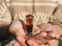 Arabskie oud attar agarwood lub pachnidła nafciane wonie w mini butelce Fotografia Royalty Free