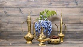 Arabskiego dzbanka wazowy lampowy herbaciany garnek Owoc, kwiaty i napój Karmowi Obraz Royalty Free