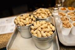 Arachid w skorupy teksturze karmowy tło arachidy Przekąska dla piwa obraz royalty free