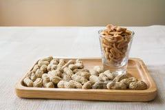 Arachide avec le beurre d'arachide images stock