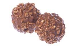 arachide d'isolement recouverte de chocolat de billes photos libres de droits