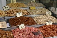 Arachides au marché Images stock
