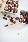 Arachides et raisins secs Photographie stock