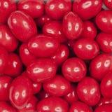 Arachidi coperte di cioccolato rosso Immagine Stock