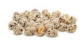 Arachidy w sezamowych ziarnach zdjęcie royalty free