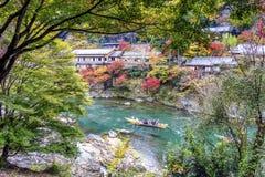 Arachiyama, взгляд туристической достопримечательности Киото от поезда Стоковая Фотография RF