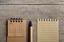 arachnids Лист календаря на деревянной предпосылке стоковые изображения