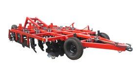 Arado novo vermelho do cultivador da exploração agrícola para os tratores isolados sobre o branco Imagem de Stock Royalty Free