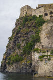 Aragonese slott i Ischia Porto Arkivbild