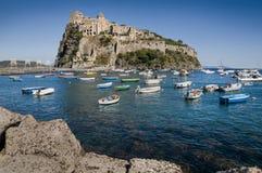 Aragonese slott på Ischia ö, Italien arkivfoton